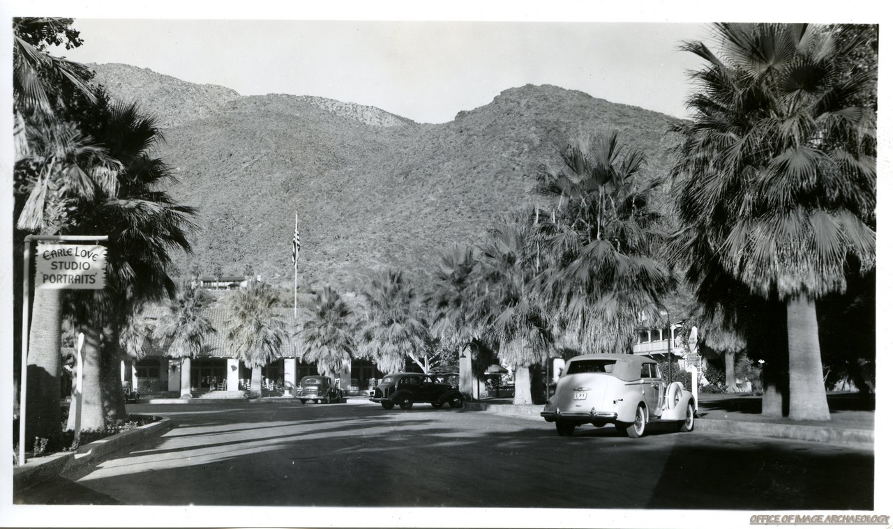PALM SPRINGS CA ENTRENCE DESERT INN