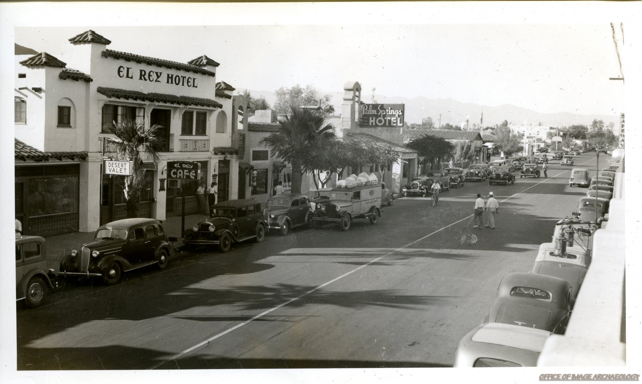 PALM SPRINGS CA MAIN STREET VIEW