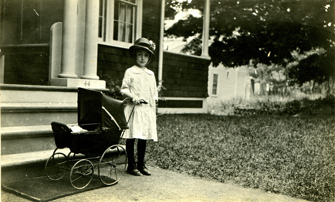 RHODE ISLAND LITLE GIRL WITH CARRIAGE